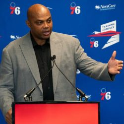 76rs great Charles Barkley speaks at a podium